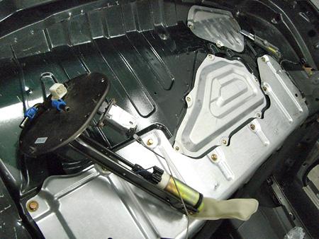 ロードスターの燃料ポンプ